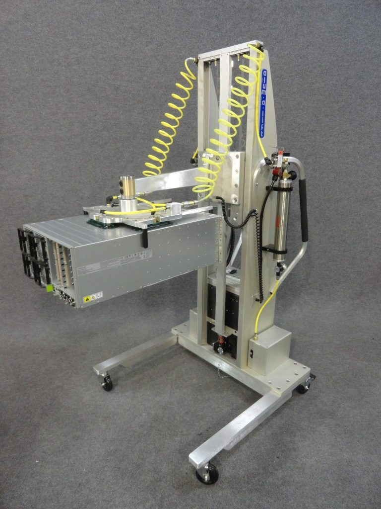 Vacuum Lift with Interchangeable Swiveling Head for Electronics Chassis
